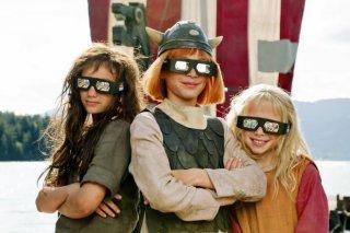 Wickie auf großer Fahrt: Valeria Eisenbart, Jonas Hämmerle, Mercedes Jadea Diaz in una divertente immagine promo del film