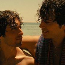 Oltre il mare: Alberto Galetti e Alessandro Intini in una scena