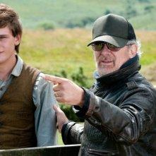 Steven Spielberg e Jeremy Irvine sul set di War Horse
