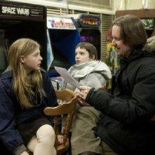 Chloe Moretz, Kodi Smit-McPhee e il regista Matt Reeves sul set del film Let Me In