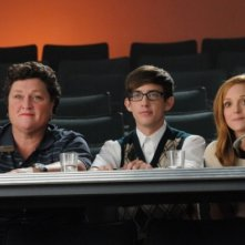 Dot Jones, Kevin McHale e Jayma Mays nell'episodio di Glee Asian F