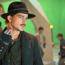 Josh Hartnett è The Drifter, il protagonista del film Bunraku