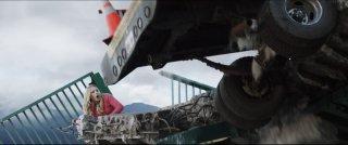 Emma Bell protagonista di una rocambolesca scena di Final Destination 5: