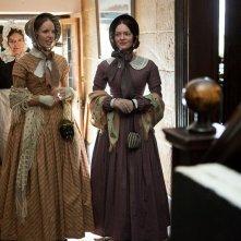 Jane Eyre: Holliday Grainger e Tamzin Merchant in una scena del film