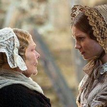 Mia Wasikowska e Judi Dench protagoniste di Jane Eyre