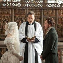 Mia Wasikowska e Michael Fassbender sposi in una scena di Jane Eyre