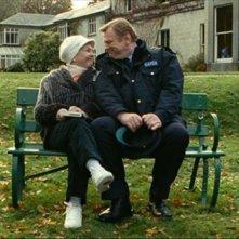 Un poliziotto da happy hour: Fionnula Flanagan e Brendan Gleeson sono madre e figlio