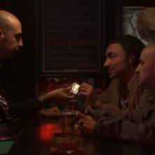 Cara, ti amo...: Alessandro Procoli, Luciano Scarpa e Angelo Orlando in una scena del film alle prese con il preservativo scaduto