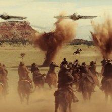 Cowboys & Aliens: gli uomini a cavallo cercano di contrastare l'attacco aereo del nemico