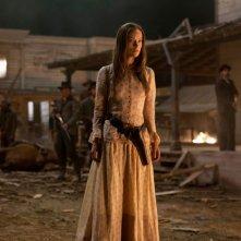 Cowboys & Aliens: Olivia Wilde attonita in una scena del film