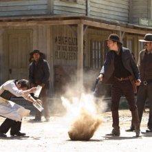 Cowboys & Aliens: Sam Rockwell, Adam Beach e Paul Dano in una sequenza del film
