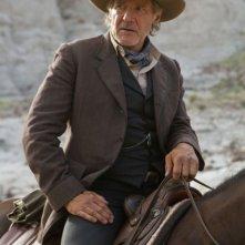 Harrison Ford in una scena a cavallo tratta dall'action western Cowboys & Aliens