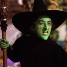 Margaret Hamilton in una scena del film Il mago di Oz