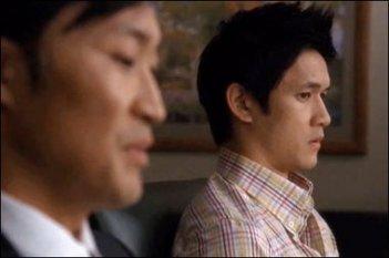 Harry Shum jr. in una scena dell'episodio di Glee Asian F