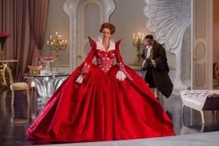 Julia Roberts in The Brothers Grimm: Snow White, nei panni della Regina