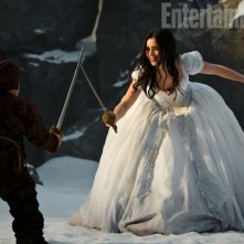 Lily Collins in The Brothers Grimm: Snow White: una sequenza del film