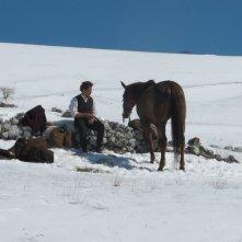 Vinicio Marchioni in un'incantevole sequenza di Cavalli di Michele Rho