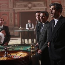 A destra, Pierfrancesco Favino, protagonista della fiction Rai Il Generale Della Rovere