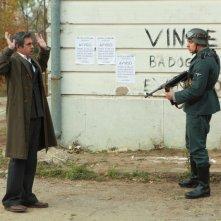 A sinistra, Pierfrancesco Favino in una sequenza della fiction Rai Il Generale Della Rovere