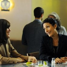 The Good Wife: Julianna Margulies e Lisa Edelstein nell'episodio Colin Sweeney Agonistes