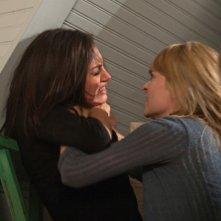 The Secret Circle: Camille Sullivan e Phoebe Tonkin nell'episodio Heather
