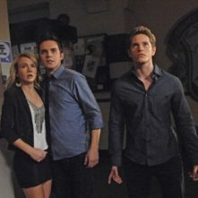 The Secret Circle: Britt Robertson, Thomas Dekker e Louis Hunter  nell'episodio Loner