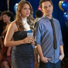 The Secret Circle: Shelley Hennig e Thomas Dekker nell'episodio Loner