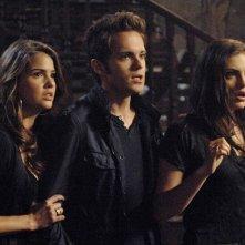 The Secret Circle: Shelley Hennig, Thomas Dekker e Phoebe Tonkin nell'episodio Slither