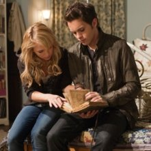 The Secret Circle: Thomas Dekker e Britt Robertson nell'episodio Heather