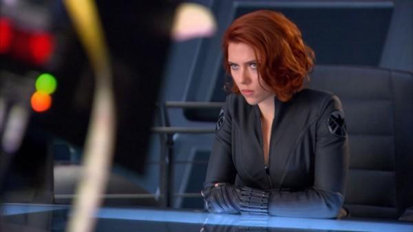 Scarlett Johansson in missione in una scena di The Avengers - I vendicatori