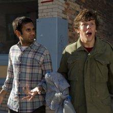 30 Minutes or Less: Jesse Eisenberg e Aziz Ansari in una scena del film