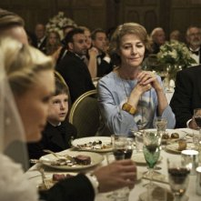 Charlotte Rampling sorride in una scena del film Melancholia