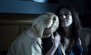 Kirsten Dunst e Charlotte Gainsbourg in una sequenza di Melancholia di Lars Von Trier.
