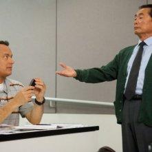 L'amore all'improvviso - Larry Crowne: Tom Hanks e George Takei in una scena del film