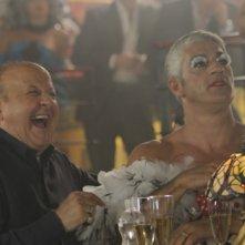 Matrimonio a Parigi: Biagio Izzo e Massimo Boldi in una divertente scena del film