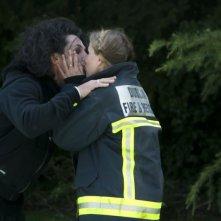 This Must Be The Place: Sean Penn e Frances McDormand si baciano in una scena del film