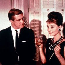 Audrey Hepburn e George Peppard in una scena di Colazione da Tiffany