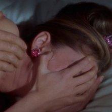 Audrey Hepburn piange disperata in una scena di Colazione da Tiffany