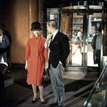 Audrey Hepburn insieme a George Peppard in una scena del celebre Colazione da Tiffany