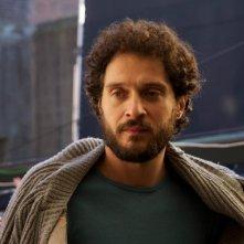 Claudio Santamaria nei panni di Pino Masi in una scena del film drammatico I primi della lista