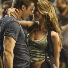 Footloose (2011) Kenny Wormald e Julianne Hough in una scena di ballo