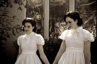 Insidious: Kelly Devoto e Corbett Tuck in un'inquietante scena del film
