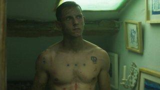 Jamie Bell a torso nudo nel film Retreat (2011)
