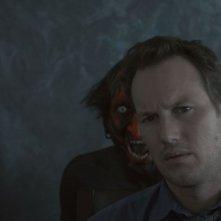 Patrick Wilson ha il nemico alle spalle in una scena del film Insidious