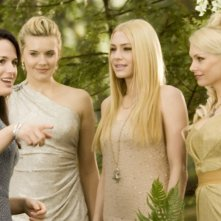 The Twilight Saga: Breaking Dawn - Parte I, Elizabeth Reaser, Maggie Grace, Casey LaBow e MyAnna Buring in una scena del film