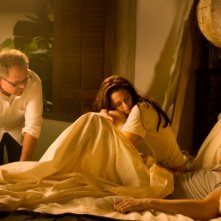 The Twilight Saga: Breaking Dawn - Parte I, il regista Bill Condon insieme a Kristen Stewart e Robert Pattinson