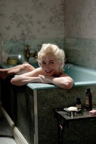 Una sensuale immagine di Michelle Williams nella vasca da bagno in My Week With Marilyn