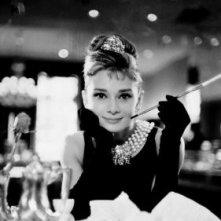 Una strepitosa Audrey Hepburn in un'immagine di Colazione da Tiffany