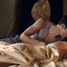 Una tenera immagine di Robert Pattinson e Kristen Stewart in The Twilight Saga: Breaking Dawn - Parte I