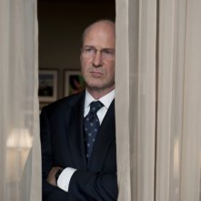 William Hurt in una scena del film Too big to fail - Il crollo dei giganti